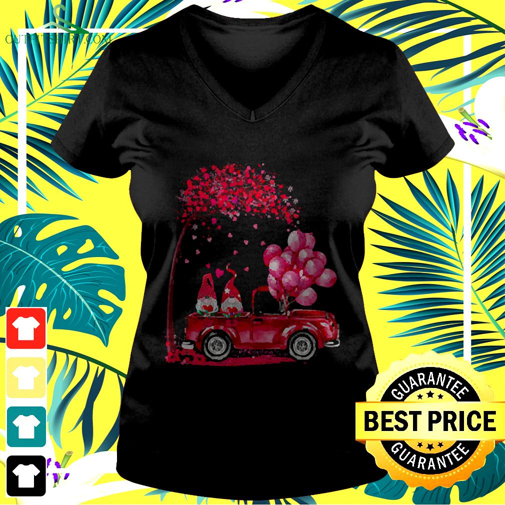 Funny Cute Gnomes In Trucks Happy Valentine Gifts v-neck t-shirt