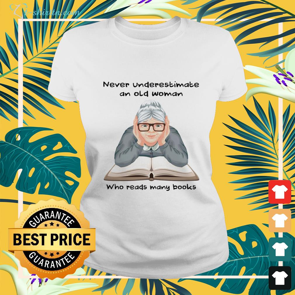 Never underestimate an old woman who reads many books ladies-tee