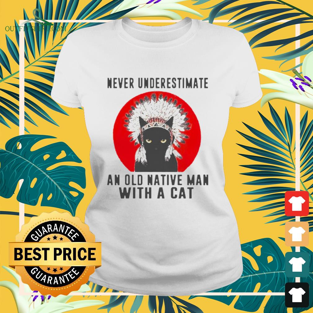 Native American never underestimate an old man with a cat ladies-tee