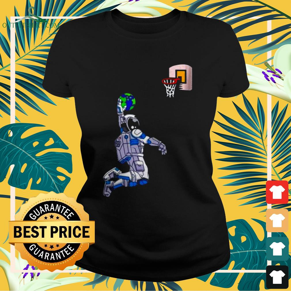 Astronaut Space Earth dunking basketball ladies-tee