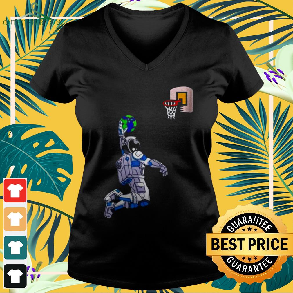 Astronaut Space Earth dunking basketball v-neck t-shirt